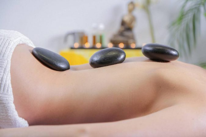 ile kosztuje masaż gorącymi kamieniami